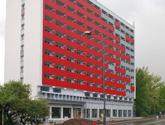 Wejście Hotelu Best Western Katowice. Elewacja HPL, zabudowa wejścia i parteru z kompozytu oraz szklane zadaszenie. W trakcie realizacji.