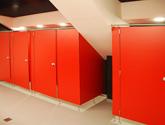 Kabiny sanitariatów z systemu Wido-Qubic + HPL.